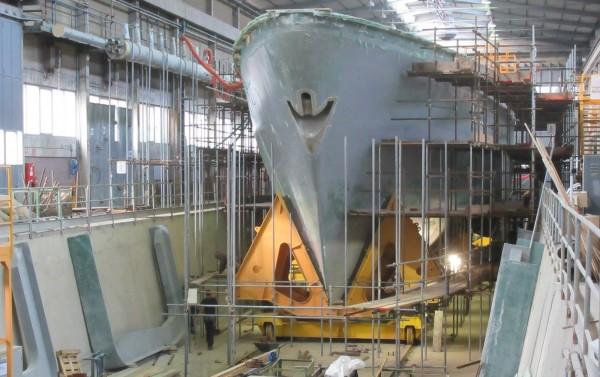 慶富造船廠承攬獵雷艦建造案風波不斷,根據國防部最新報告指出,海軍已審慎評估檢討因應擬案,最嚴重就是全案「撤案」,停止建造新型獵雷艦,屆時要針對海軍現有的獵雷艦做性能提升,圖為首艘獵雷艦於義大利新造情形。(資料照,慶富提供)