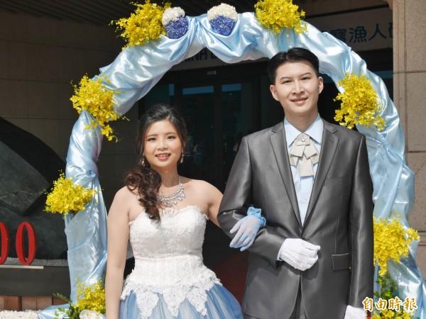 新人常英傑、李怡萱因參加民政局舉辦的聯誼活動而相識交往,並順利修成正果。(記者張安蕎攝)