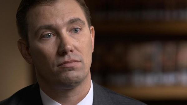 美國42歲男子霍普伍德(Shon Hopwood),因為搶銀行入獄12年,苦讀之下拿到法律學位、成為律師,最近更被聘為喬治城大學法學中心副教授。(圖擷自《CBS》)