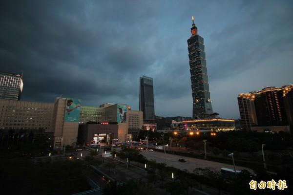 台北市房價高,許多人買不起台北市的房子。(資料照,記者鍾泓良攝)