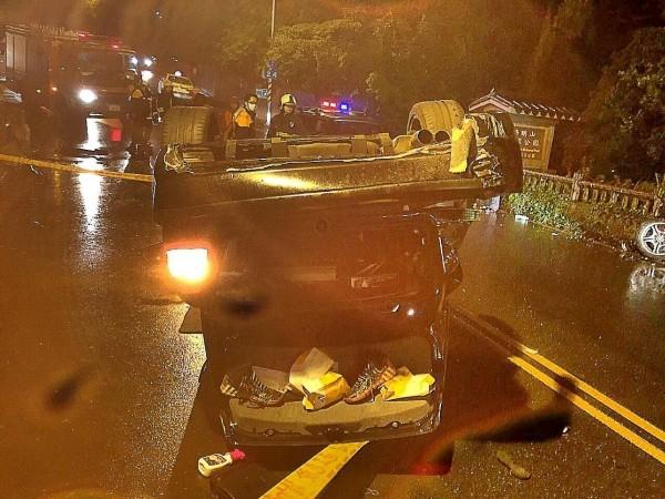 今天凌晨台北市陽明山發生車輛墜入山坡車禍,5人受傷。車禍示意圖,與本新聞無關。(資料照,記者陳恩惠翻攝)