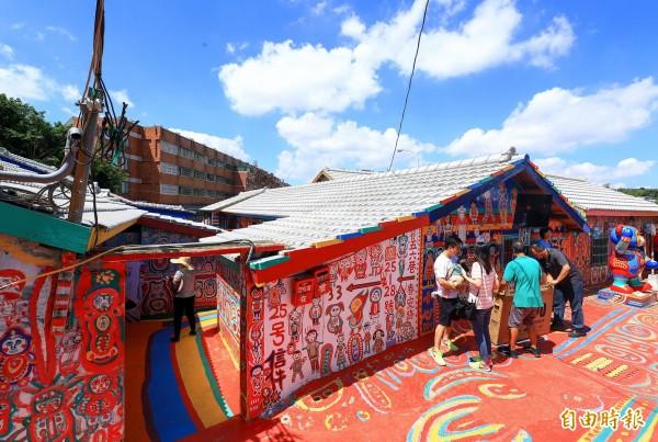 彩虹眷村是台中市知名景點,如今獲選為世界祕密奇跡。(記者張菁雅攝)