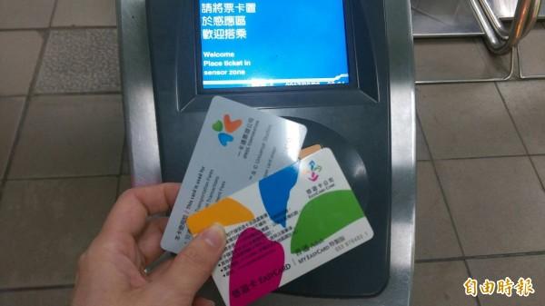 持悠遊卡不能搭高雄輕軌,引爆悠遊卡公司與高雄捷運公司兩方齟齬。(資料照,記者陳紜甄攝)