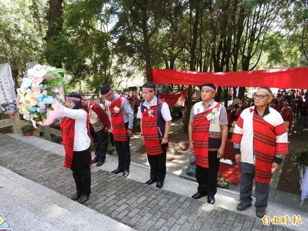 霧社事件今年屆滿87週年,今於仁愛鄉霧社事件紀念公園舉辦追思儀式。(記者佟振國攝)
