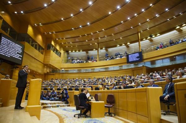 針對是否援用憲法155條,使馬德里當局得以接管違反法律的加泰隆尼亞,西班牙參院剛剛批准議案。(彭博)