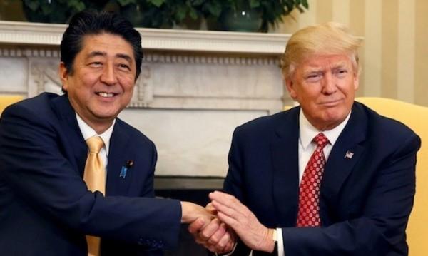 外媒指出,預定於11月6日舉行的美日首腦會談中,日本首相安倍晉三也會向美國總統川普提起四國戰略對話。(資料圖,路透)