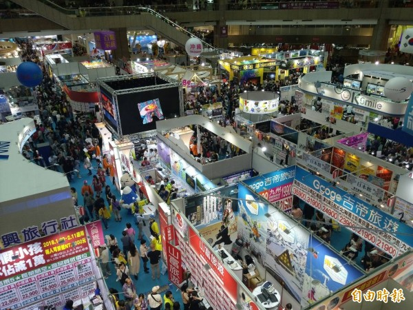 台北國際旅展明天是最後一天,主辦單位將展場時間延至晚間七點。(記者吳亮儀攝)