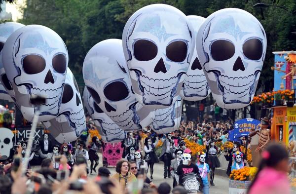 墨西哥一年一度的「亡靈節」(Day of the Dead)週六(28日)登場。(法新社)