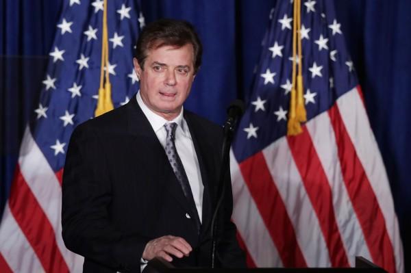 美國總統川普(Donald Trump)競選團隊的經理曼納福特(Paul Manafort)今天主動向聯邦調查局(FBI)自首投案,成為「通俄門」第1個被起訴的涉案人士。(法新社)