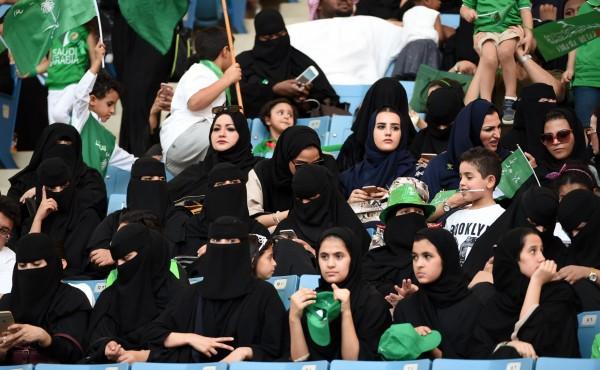 上個月,當局首次開放女性進入利雅德的法赫德國王體育場觀賞國慶活動。(法新社)