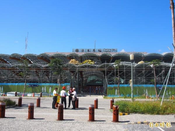 台東火車站改建工持已完成82.2%,預計明年5月完工。(記者王秀亭攝)