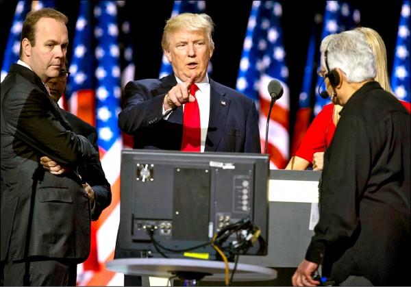 美國「通俄門」調查初步結果出爐,曾任川普全國競選經理的曼納福特及其商業夥伴、曾輔佐其選務的蓋茲(左),成為首波被起訴的涉案者。(美聯社檔案照)