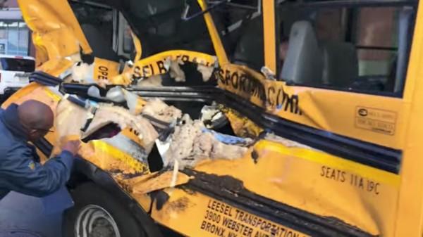 紐約曼哈頓發生卡車衝撞路人的恐怖攻擊事件。(路透)
