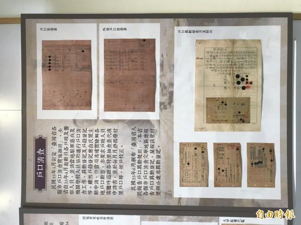 展覽中也有詳細說明,讓民眾了解文物意涵。(記者李忠憲攝)