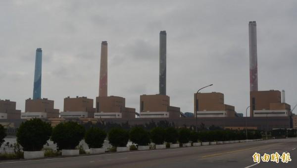 台中火力電廠空污問題長年引發關注,經濟部表示,未來9年將投入1500多億進行各項改善計畫。(記者陳建志攝)