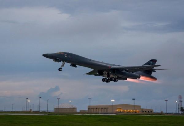 北韓官媒指控,美國B-1B轟炸機2日下午,在南韓和日本戰機的護航下,飛越朝鮮半島上空,執行空對地轟炸演練,此消息獲得美軍證實。(示意圖,路透資料照)
