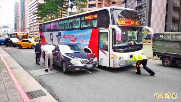 台北市政府擬發放獎金,鼓勵民眾提供行車紀錄器等有助於釐清交通事故責任的影像。(記者黃建豪攝)
