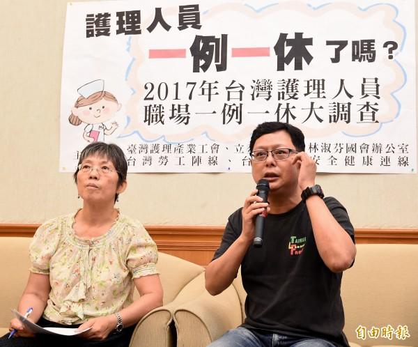 台灣勞工陣線秘書長孫友聯(右)批評,為了少數不法企業修改一例一休,沒有任何勞工團體可以接受。(資料照,記者朱沛雄攝)