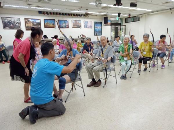 高齡社會來臨,台北市衛生局表示,根據最新統計,北市平均餘命達83.36歲,老化指數為六都最高,其中65歲以上人口數佔比,也是六都第1。(北市衛生局提供)