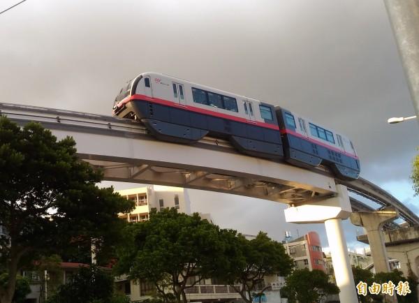 南市規劃中的捷運系統採用類似日本沖繩的高架單軌系統。(記者蔡文居攝)