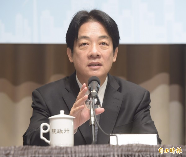 行政院長賴清德上午召開記者會宣示,現有核電廠2024年要除役,108年起備用容量率維持在15%以上。(記者黃耀徵攝)