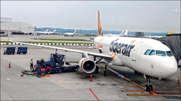 台灣虎航十一月四日一架桃園飛往澳門航班,準備起飛的加速階段,因正、副駕駛的儀表板上飛機速度顯示相差約四十浬,決定煞車停止起飛。圖非當事班機。(資料照)