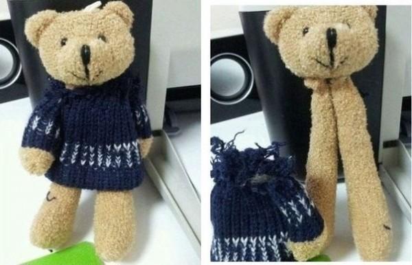 幫泰迪熊脫衣服,赫然發現這是一隻拼裝熊。(圖擷取自GO SOCIAL)