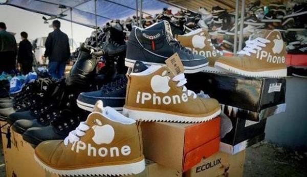 中國業者把蘋果商標印在靴子上。(圖擷取自GO SOCIAL)