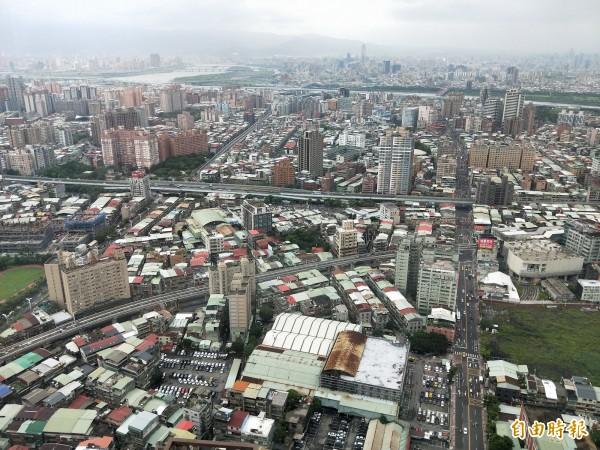 內政部推動危老重建及都市更新二大政策,推估明年將協助一萬戶老舊建築重建。(資料照,記者何玉華攝)