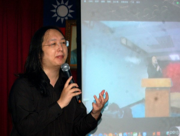 政務委員唐鳳十分重視網友提案有關「鞭刑」的議題,預計將召開會議並廣邀網友與附議者參與討論。(中央社)