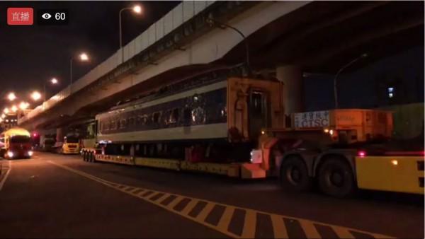 東日本旅客鐵道公司(JR東日本)將今年退役的「世界最早臥鋪電車」583系電車兩節車廂,贈送給台灣籌設中的台北機廠鐵道博物館。(圖擷自《台灣鐵道路透社》臉書)