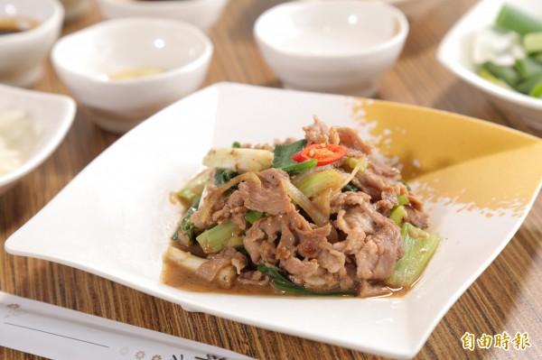 想炒出大廚級的蔥爆羊肉,香油與米酒是關鍵!(記者陳宇睿攝)