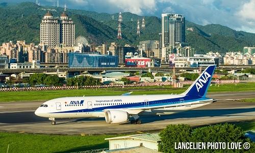 松山機場附近的第二果菜市場,能看到飛機起降時與台北知名地標合影的畫面,相當特別。(LANCELIEN PHOTO LOVE提供)