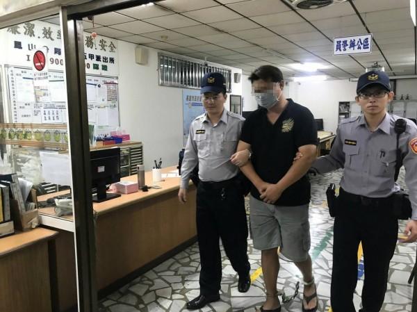 身材壯碩的黃男被依殺人未遂罪移送法辦。(記者蔡清華攝)