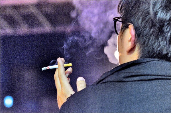 台灣肺癌發生率不斷上升,非吸菸患者超過一半,原因與二手菸、空污、廚房油煙等有關。(資料照)
