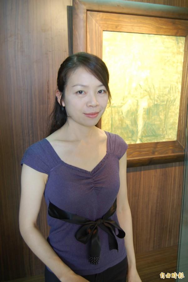 台東女中美術老師康毓庭。(記者黃明堂攝)