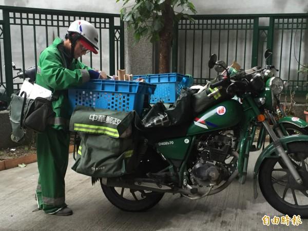 國營事業一向被視為「鐵飯碗」,每回招考總吸引大批考生參加,但唯獨中華郵政「不定期招考」且「不知何時報到」,讓考生捉備感困擾。(記者陳宜加攝)