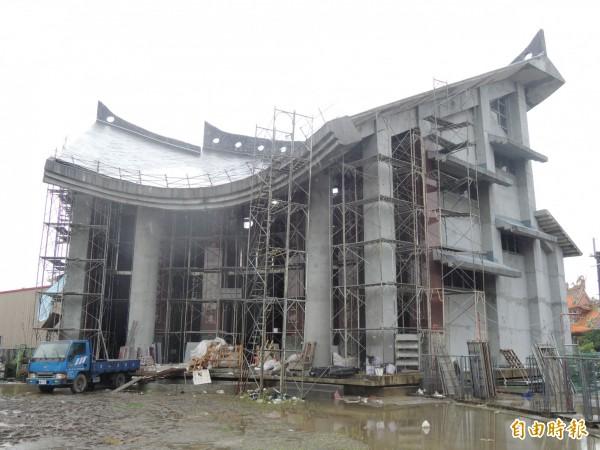宜蘭縣財團法人二結王公廟建了20年,主殿已經快蓋好了。(記者江志雄攝)