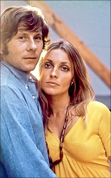 1969年共奪走9條性命而聲名狼藉的美國犯罪組織「曼森家族」殺人案,名導演波蘭斯基(Roman Polanski)的懷孕妻子莎朗.泰特(右)也是受害者,一屍兩命震撼全美。(法新社檔案照)