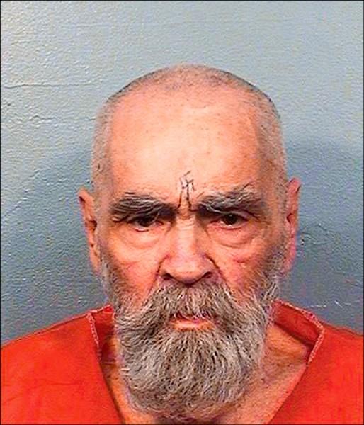 1960年代創立邪教並唆使信徒犯下9死命案的美國曼森家族首腦曼森,19日身亡,享年83歲。(美聯社檔案照)