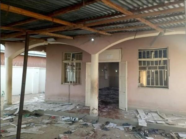 非洲奈及利亞北部一間清真寺週二(21)遭自殺炸彈客攻擊。(圖取自推特)