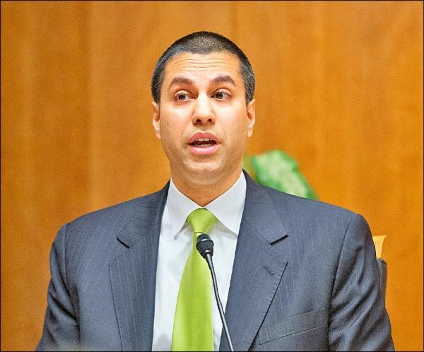 美國聯邦通訊委員會(FCC)主席帕伊(Ajit Pai)廿一日宣告,下月十四日將表決推翻前朝歐巴馬政府捍衛的「網路中立」,「停止對網際網路進行微觀管理」。若順利過關,網際網路服務供應商(ISP)恐能阻擋用戶造訪合法網站,引起Google、臉書等科技公司撻伐。(美聯社檔案照)