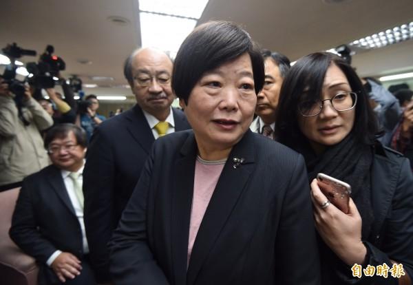 媒體提問昨天資方說到「台灣沒有過勞死」,勞動部長林美珠表示,勞工朋友很辛苦,感謝大家。(記者簡榮豐攝)