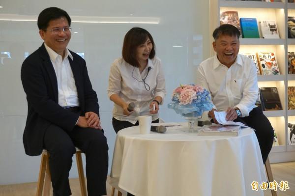 林佳龍受邀參與益品書屋開幕,與戴勝益對談。(記者蔡淑媛攝)