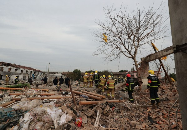 中國浙江寧波今早8點多驚傳大爆炸,爆炸地點為一處工廠工地,現場被夷為平地,目前已知2死2重傷。(法新社)