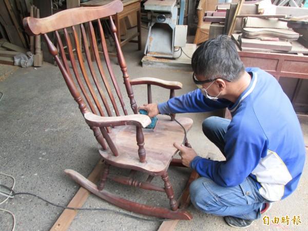南市環保局招考木工技術儲備臨時人員,共有3位報考,預計12月12日辦理考試。(記者蔡文居攝)