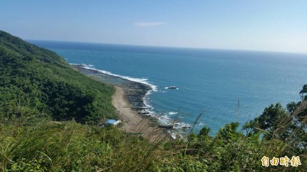 溪仔口至灣島地區海岸線景色絕美,號稱「阿朗二」。(記者蔡宗憲攝)