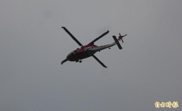 南投信義鄉東埔八通關古道發生墜谷山難,搜救人員搭乘直升機入山救援。示意圖。(記者劉濱銓攝)