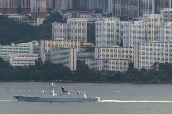 中國今日派遣軍艦自台灣東部海域向北航行,日本自衛隊也特別派遣反潛機監視。圖為中共海軍504A型護衛艦。(法新社)