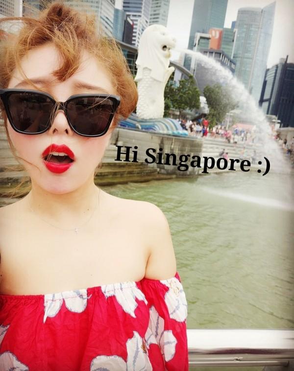 Sylvia為遠嫁新加坡的台灣女孩,平日經營臉書粉絲頁「算命先生說我會在新加坡發光發熱」,幫大家回答有關新加坡的各種疑難雜症。(Sylvia提供)